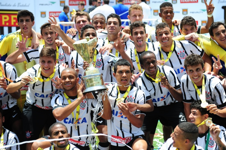 Corinthians é o atual campeão da Copinha  e pode conquistar décimo título na segunda (Foto: Reprodução)