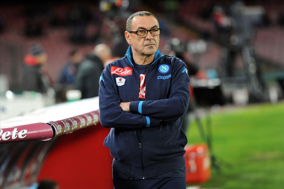 Sob desconfiança, Maurizio Sarri assumiu o Napoli em meados de 2015 (Foto: Divulgação/Napoli)
