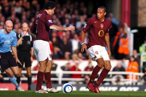 Pirès se atrapalhou e Henry ficou com cara de bobo (Foto: Reprodução)