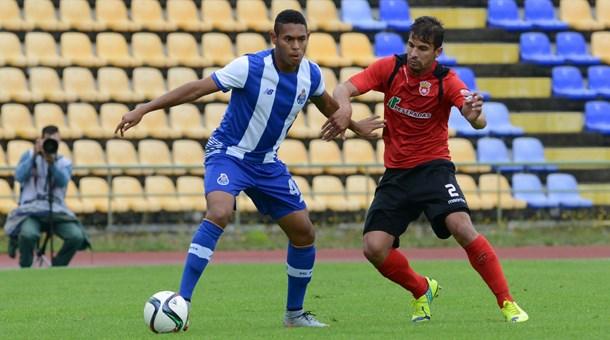 Zagueiro Victor García em ação pelo time B do FC Porto (Foto: Divulgação)