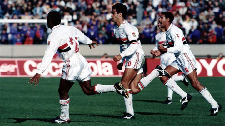 O camisa 10 vira para o São Paulo e garante o título do Mundial! (Foto: Reprodução)