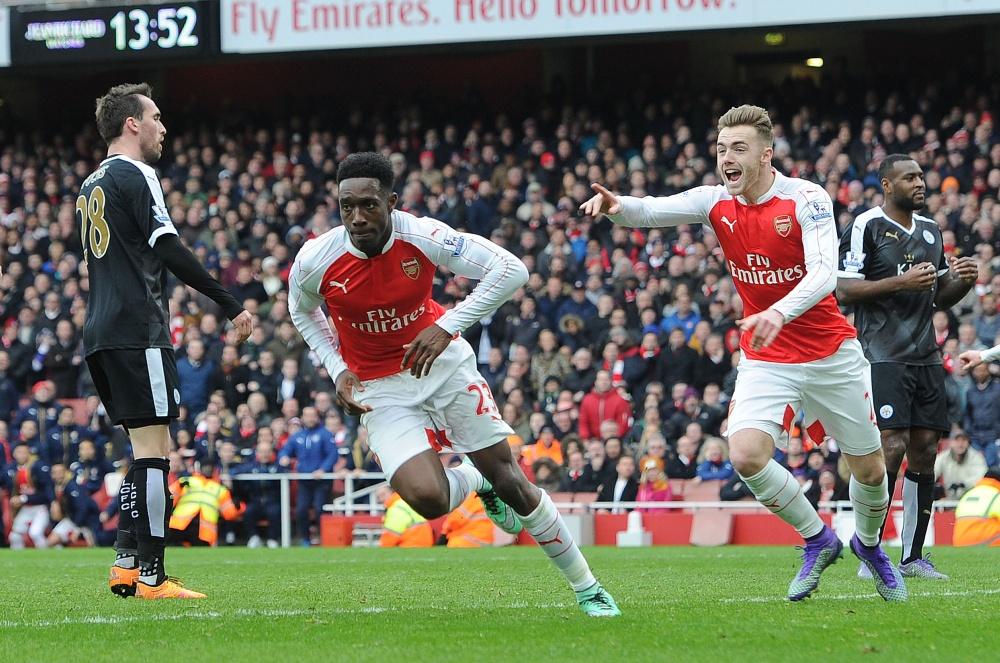 Welbeck, no último minuto, virou para o Arsenal sobre o líder Leicester (Foto: Divulgação/Arsenal)