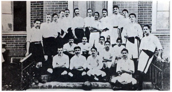 jogadores do São paulo Athletic posam com os rivais do paulistano (Foto: Reprodução)