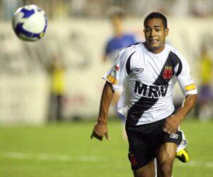 Jogador fez sua estreia como profissional pelo Vasco, em 2008 (Foto: Reprodução)