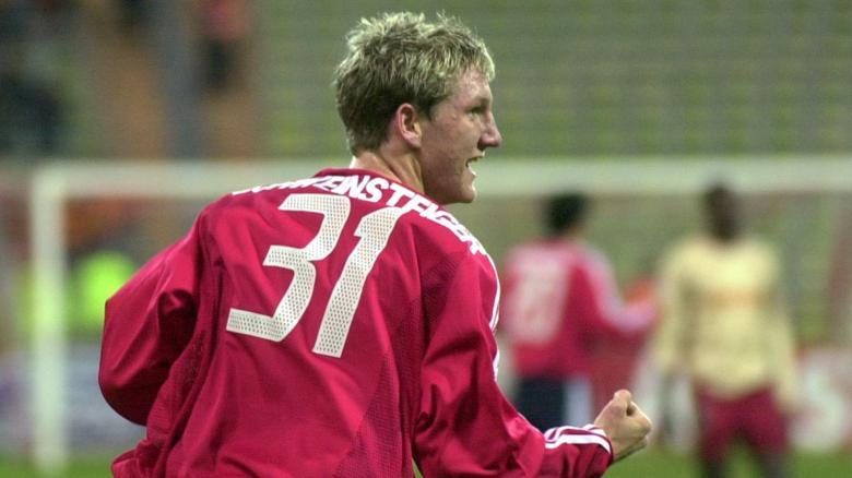 Ainda garoto, nos primeiros anos como profissional do Bayern (Foto: Reprodução)