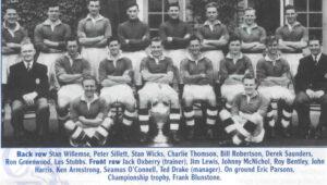 Equipe do Chelsea campeã da Inglaterra em 1954-55 (Foto: Reprodução/corbychelsea.com)