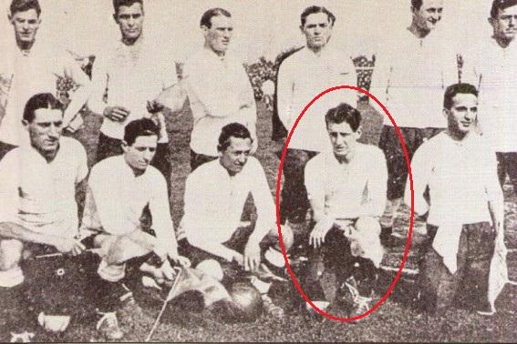 No detalhe, Raúl Echeverría com a seleção argentina no Campeonato Sul-Americano de 1921 (Foto: Reprodução/futboldeselecciones.com)
