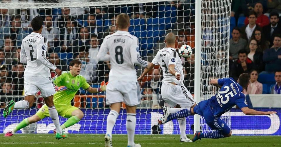 Huntelaar bem que tentou, mas não deu para o Schalke contra o Real Madrid (Foto: Divulgação/UEFA)