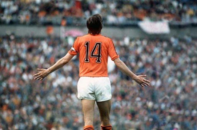 Cruyff, a camisa laranja e o número 14: uma das composições mais poéticas do futebol (Foto: Divulgação)