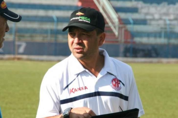 Paulinho Kobayashi foi um dos treinadores a não resistir à pressão na Série A2 (Foto: Reprodução)
