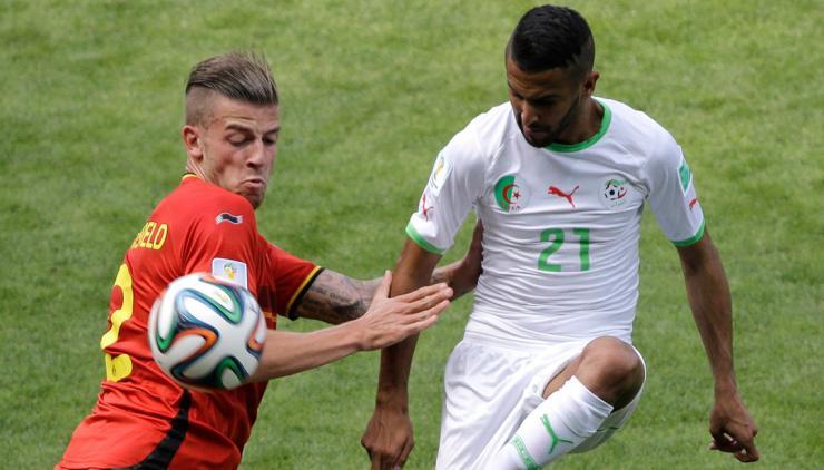Meio-campista argelino diante da Bélgica (Foto: Reprodução)