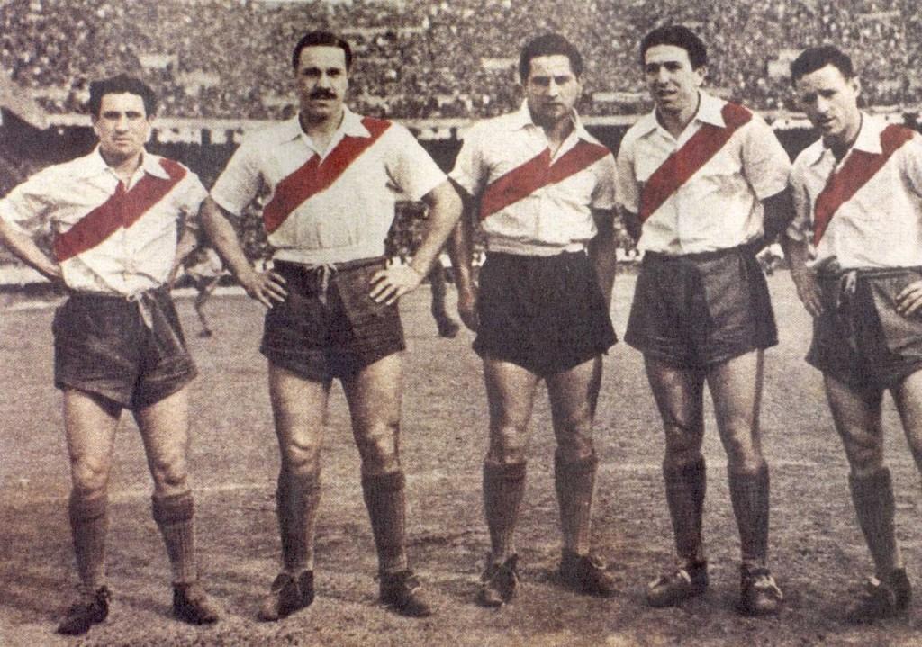 """A """"Máquina"""" do River foi campeã em La Bombonera. Na foto, Múñoz, Moreno, Pedernera, Labruna e Lostau (Foto: Reprodução)"""