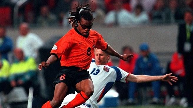 Davids em ação com a camisa holandesa (Foto: Reprodução)