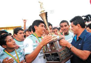 Fundado em 2000, Petrolero del Chaco milita na elite boliviana (Fotos: Fernando Cartagena/ La Razón)