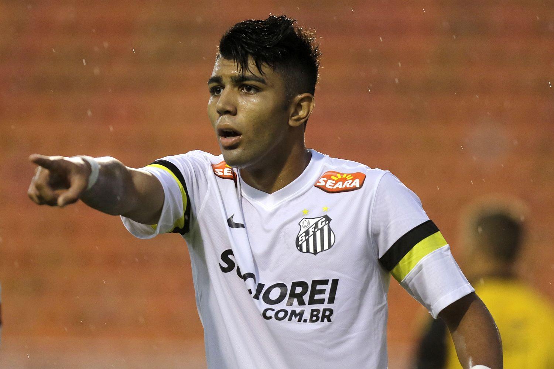 Gabigol tem 100 partidas pelo Santos (Foto: Reprodução/thesun.co.uk)