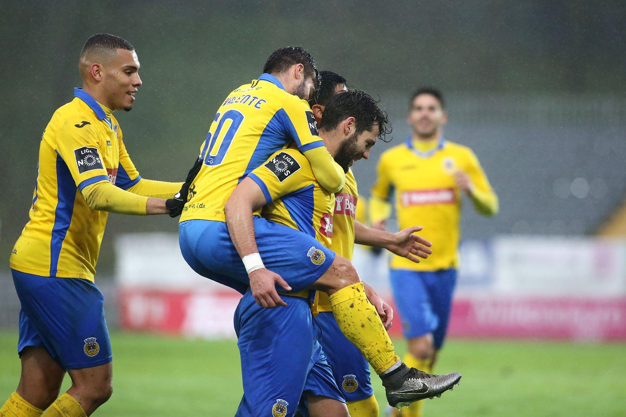 Jogadores do Arouca celebram gol. Eles entraram para a história (Foto: Reprodução)