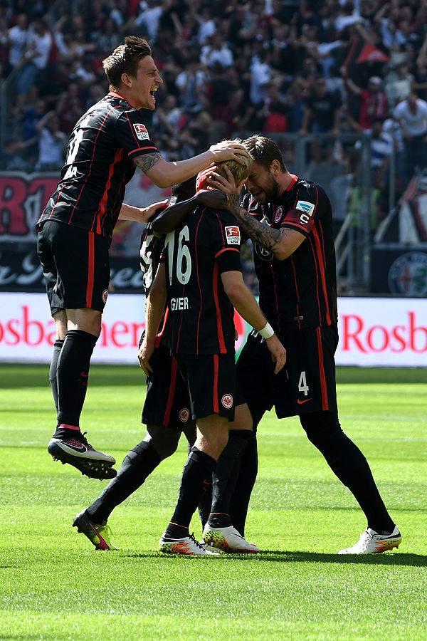 Um empate garante a permanência do Eintracht (Foto: Reprodução)