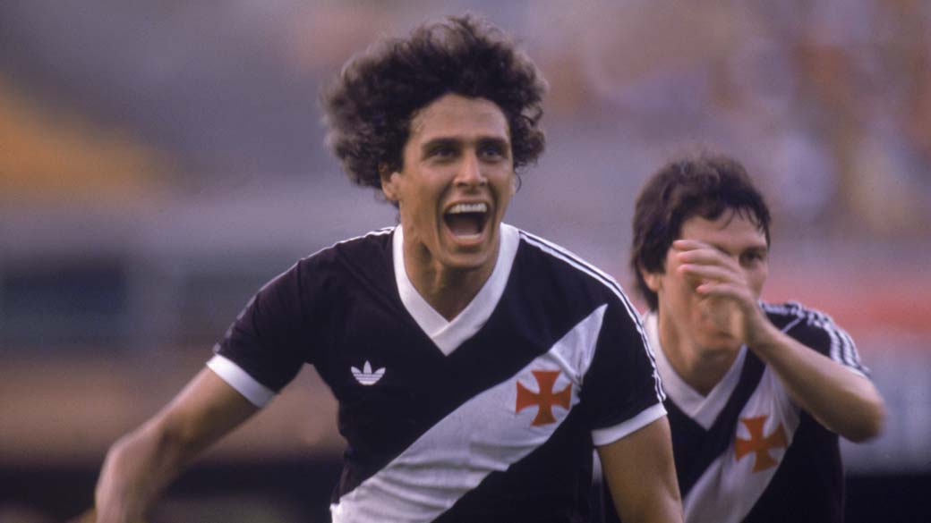 Foto sem data Roberto Dinamite, do Vasco, comemorando gol.