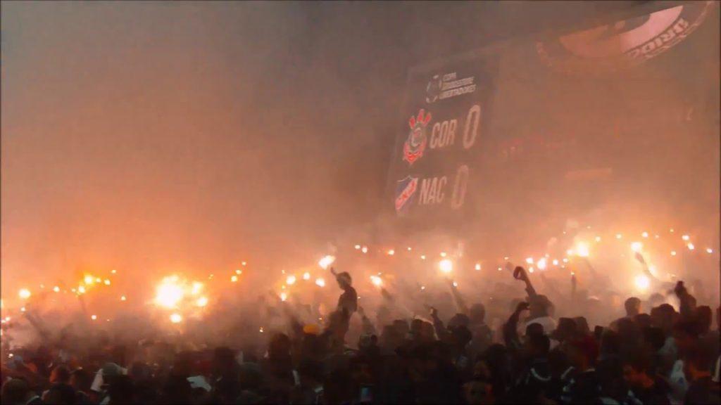 Corinthians x Nacional, pela Libertadores: protesto nada silencioso dos Gaviões, vaia de outros torcedores (Foto: Reprodução)