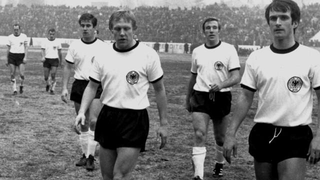 Alemães não conseguiram confirmar o favoritismo nas eliminatórias para a Euro de 1968 (Foto: Divulgação/UEFA)