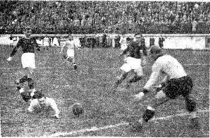 """O """"Tanque"""" marcando um gol pela Lazio (Foto: Reprodução)"""