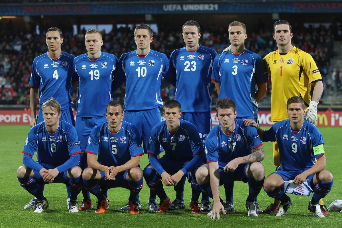 A equipe islandesa de 2011, com alguns rostos que agora se tornaram familiares (Foto: Divulgação/UEFA)
