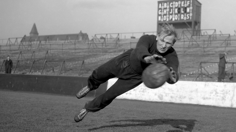 Trautmann superou o passado nazista para virar ídolo no futebol inglês (Foto: Reprodução)