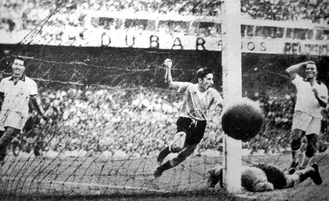 O gol de Ghiggia silenciou o gigante Maracanã em 1950 (Foto: Divulgação/FIFA)