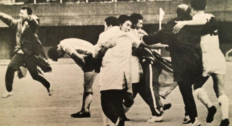 Japoneses comemoram o triunfo contra a Argentina nos Jogos de Tóquio (Foto: Reprodução)