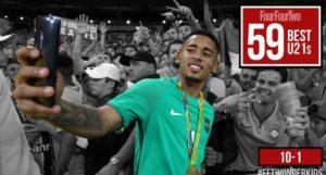 Gabriel Jesus é um dos dez melhores jogadores sub-21 do mundo (Foto: Reprodução/fourfourtwo.com)