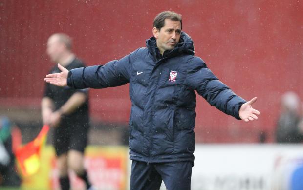 McNamara não teve êxito como treinador, mas manteve a confiança da diretoria (Foto: Divulgação/TheFA)