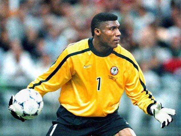 """O """"goleiro/príncipe"""" em ação durante a Copa de 1998 (Foto: Divulgação/FIFA)"""