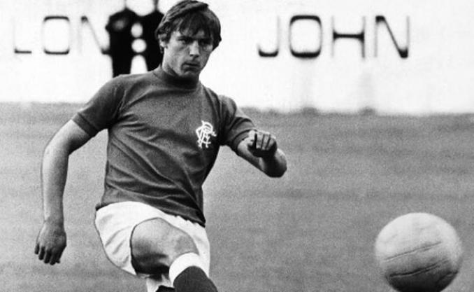 O meia durante seus anos no Glasgow Rangers (Foto: Reprodução)