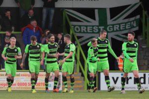 Forest Green busca acesso à quarta divisão que lhe escapou na última temporada (Foto: Diculgação)