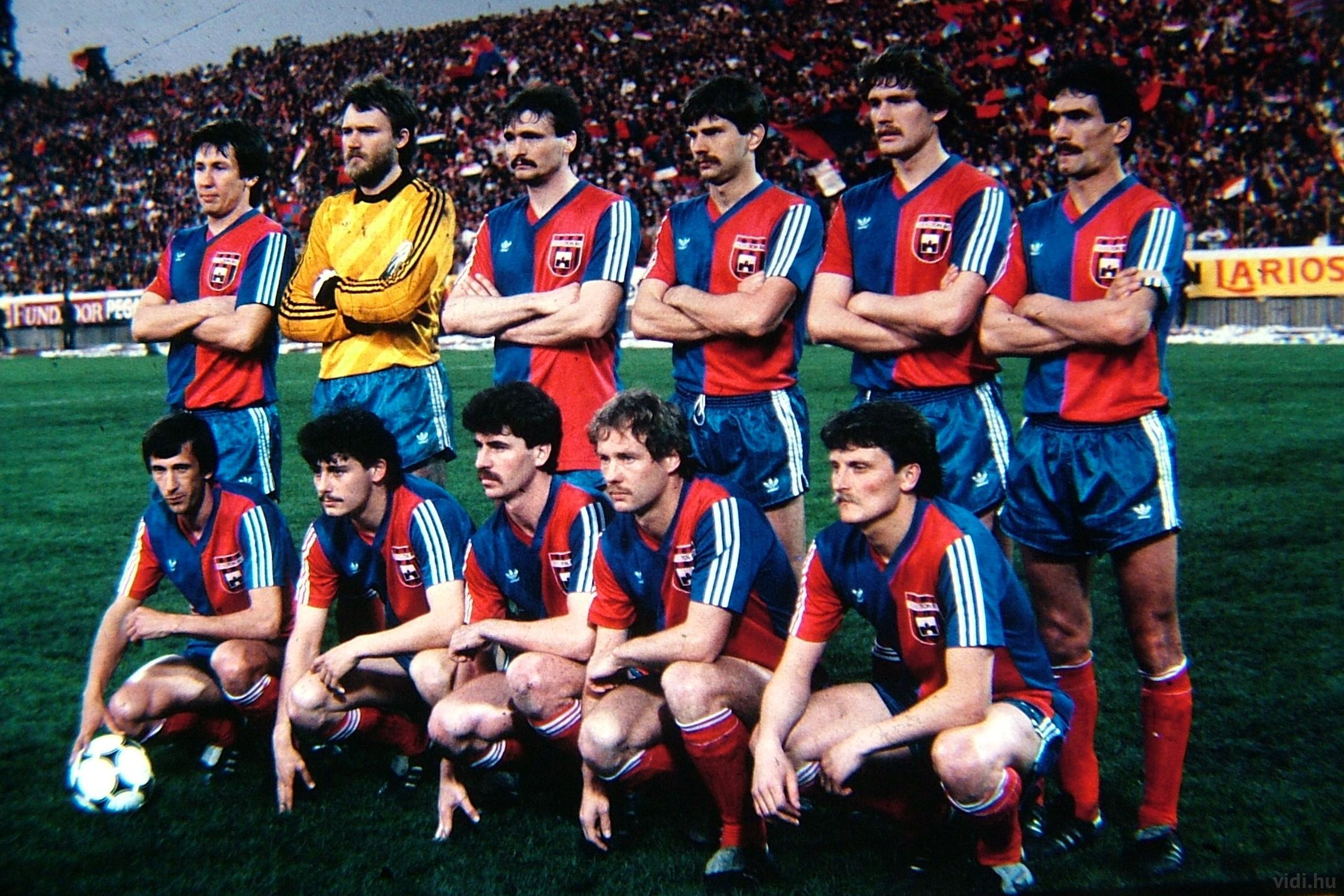 A formação clássica do Videoton vice da Copa da UEFA (Foto: Reprodução)