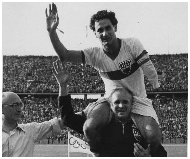 Schlienz em comemoração ao título de 1950 (Foto: Reprodução)