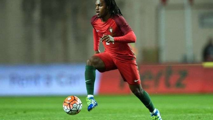 Renato Sanches já brilha na seleção principal de Portugal (Foto: Divulgação/UEFA)