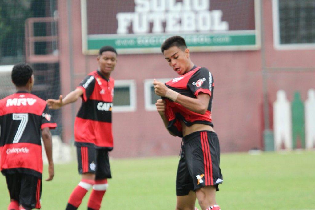 Jovem do Flamengo é o camisa 10 do Brasil (Foto: Reprodução/Twitter)