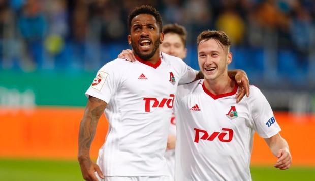 Farfán e Aleksei Miranchuk comemoram mais uma vitória do líder na Rússia (Foto: Reprodução)