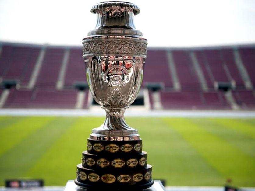O cobiçado troféu, disputado até por times de fora do continente (Foto: Divulgação/Conmebol)