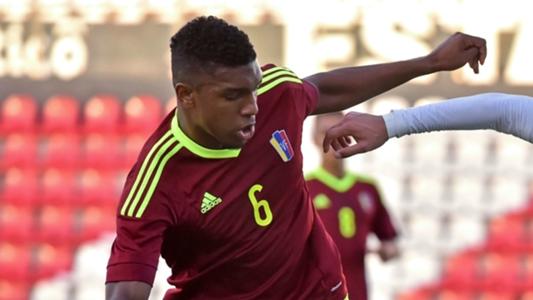 O volante Makoun é o chefe do meio-campo venezuelano (Foto: Reprodução)